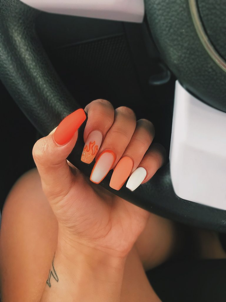 nail salon 52240